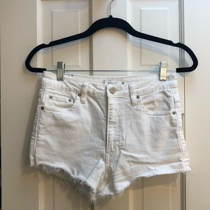 ARITZIA TALULA WHITE DENIM SHORTS